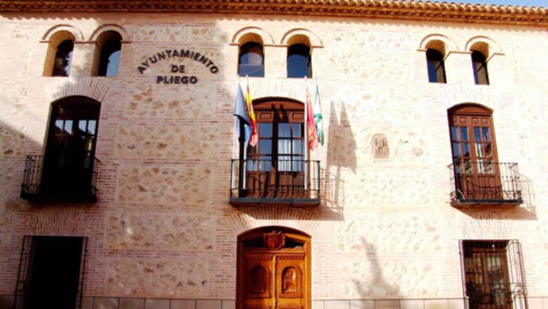 El Ayuntamiento anima a los comerciantes de Pliego a que se constituyan como asociación