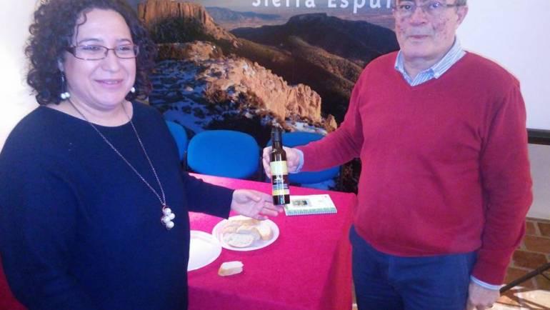 """Presentación del nuevo aceite monovarietal de Arbequina """"Almoloya"""" de la Coop. La Vega de Pliego en la Sala de Tinajas del Ilmo. Ayuntamiento de Pliego (24/03/2017)"""