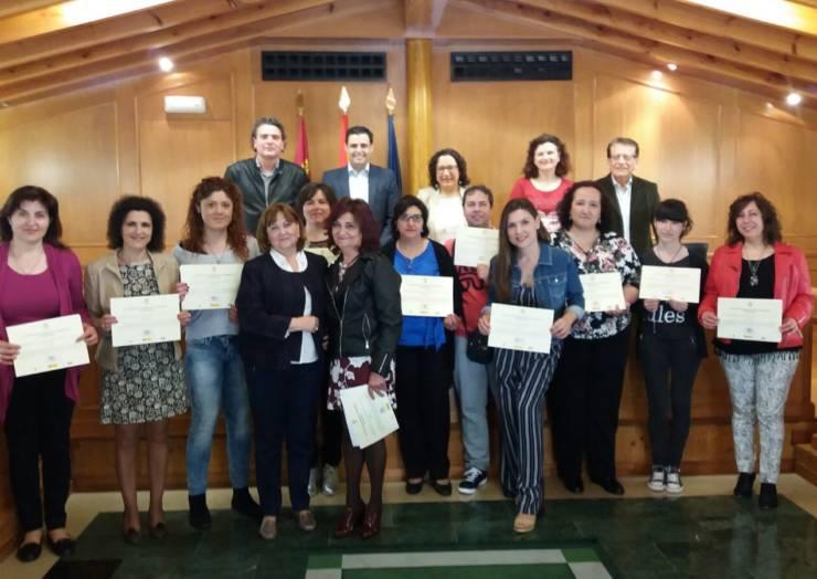 Clausura y entrega de diplomas del Programa Mixto de Formación y Empleo del Ayuntamiento de Pliego (31/03/2017)