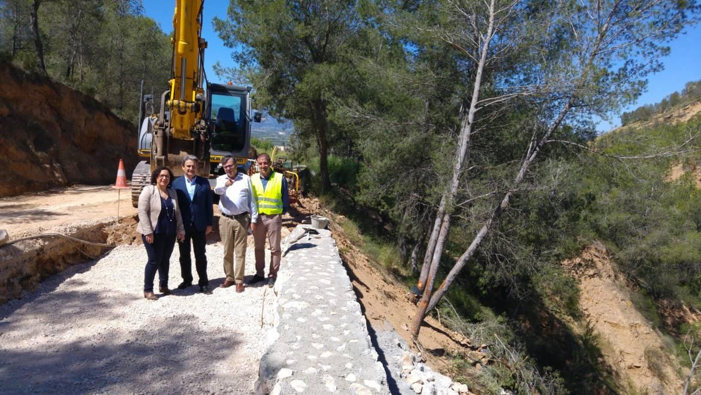 Fomento trabaja en la carretera C-26 que une Pliego con Fuente Librilla y Mula para asegurar el talud y reparar la calzada