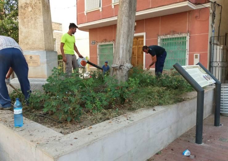 Inicio de los trabajos de limpieza en jardines y parques municipales