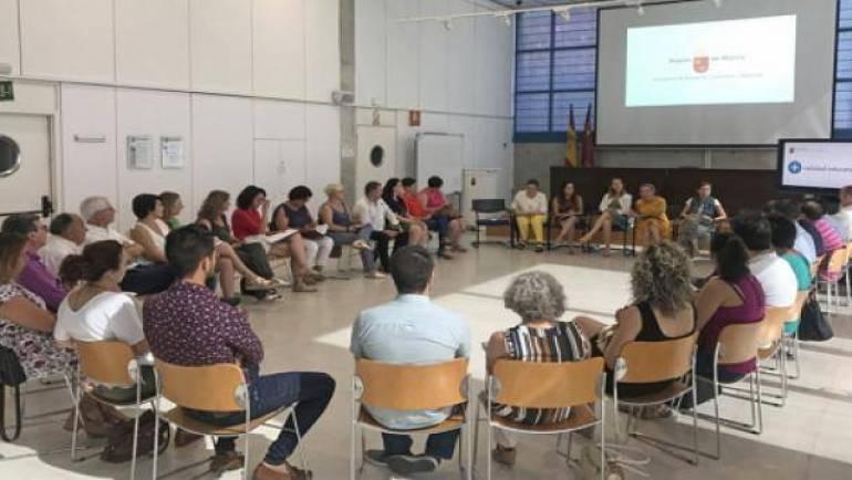 Reunión con la Consejera de Educación, Juventud y Deportes, Adela Martínez-Cachá Martínez.