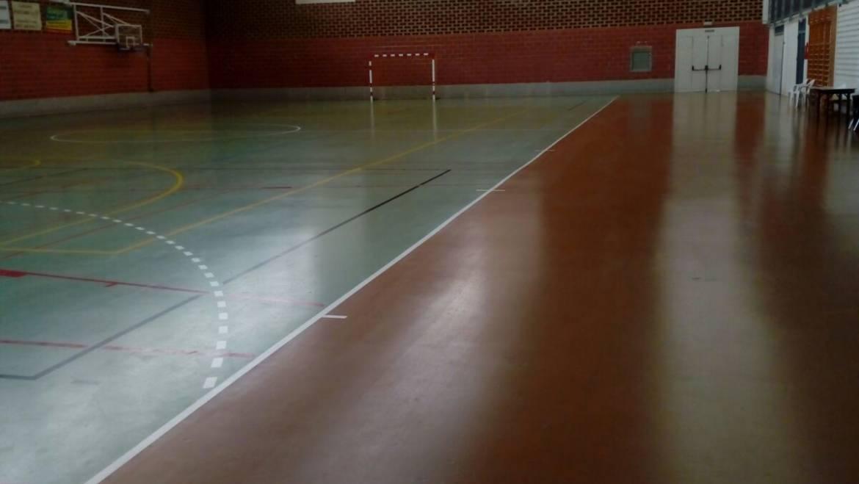 Limpieza y abrillantado de pista del Pabellón Polideportivo