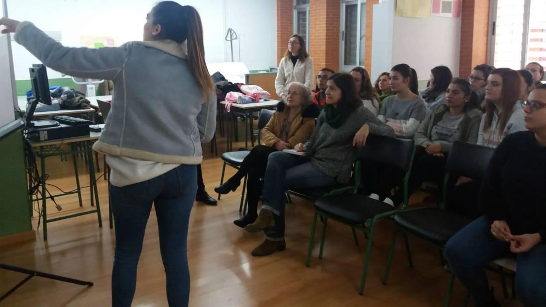 Alumnos del Instituto de Pliego ofrecen al Ayuntamiento ideas para realizar el posible Centro de Día