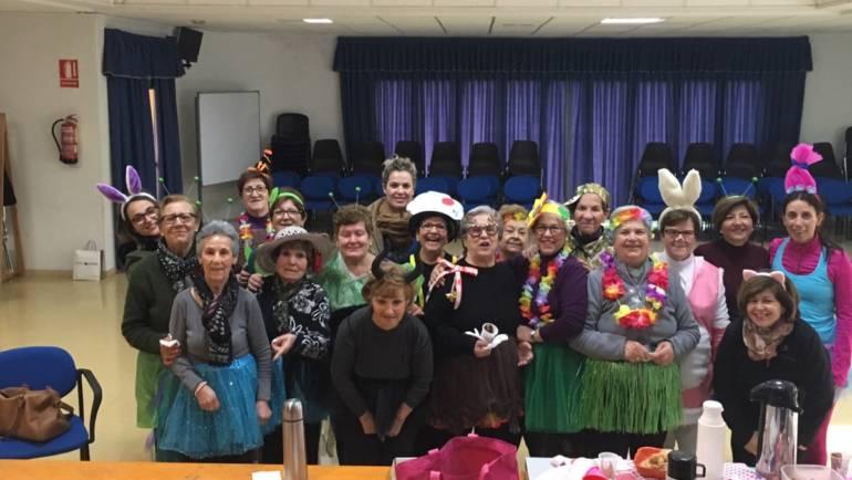 Las gimnastas del centro de la mujer celebran el carnaval