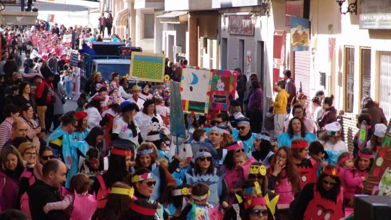 Alegría y colorido en el desfile de Carnaval del Colegio Público Pascual Martínez-Abellán