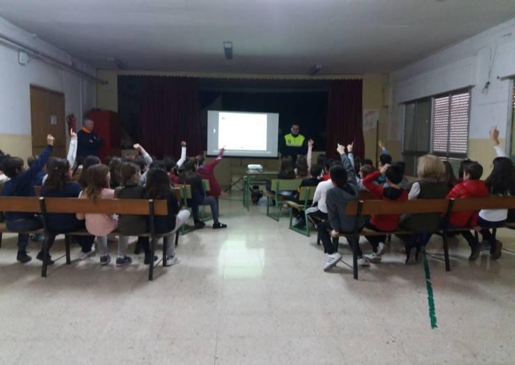 Se están desarrollando charlas sobre prevención en casos de terremoto en el Colegio de Pliego