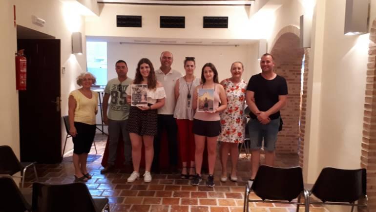 Inés Correia y Mª Jesús Boluda ganan el concurso de portada y contraportada del libro de Fiestas 2018.