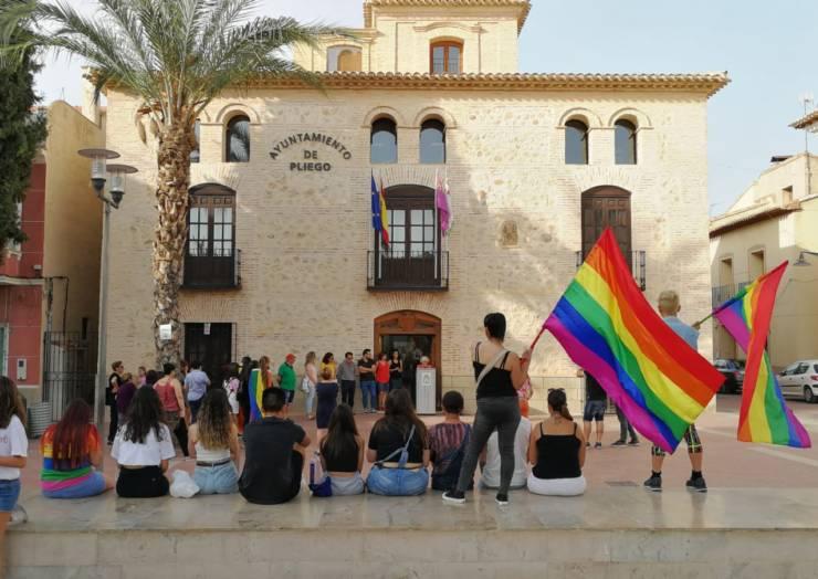 El Ayuntamiento de Pliego celebra por primera vez el Orgullo LGTBI