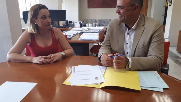 El alcalde recibe del IMAS la autorización administrativa para reformar el Centro de Día para personas mayores