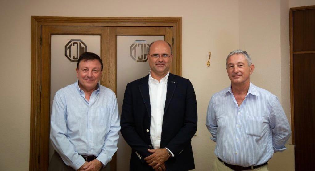El alcalde de Pliego firma en Cartagena un convenio con la Mancomunidad de Canales del Taibilla