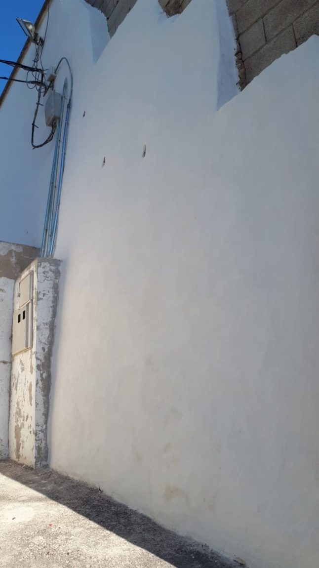 El Ayuntamiento de Pliego ha reconstruido el muro del campo de fútbol