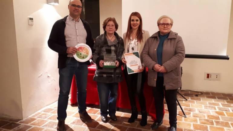 Masiva afluencia a la charla solidaria para aprender a comer sano de Mª José Gómez