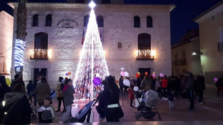 La magia de la Navidad llegó a Pliego con el encendido de luces y la inauguración del Belén Municipal