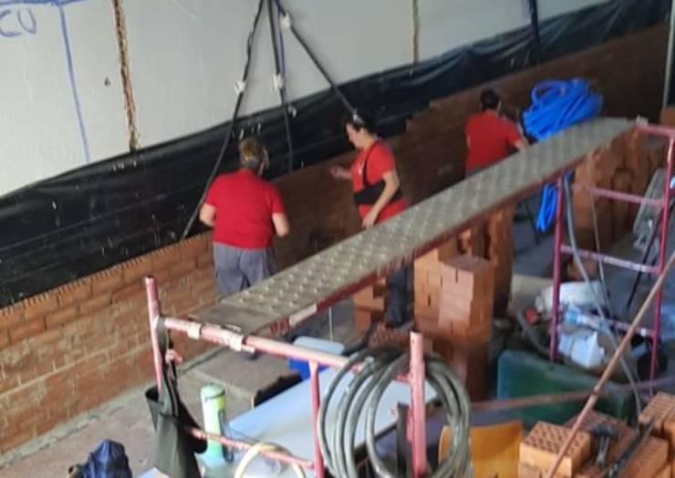 Un programa integrado por desempleados está reformando el antiguo Lavadero municipal para convertirlo en un Centro de interpretación de la Sima de la Higuera
