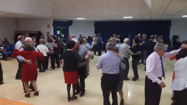 La Directiva de la tercera edad invitó al alcalde a  disfrutar con ellos de su tradicional baile