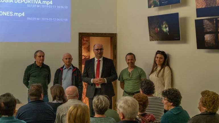 Éxito de público y de nivel de la primera de las Conferencias sobre la Sima de la Higuera
