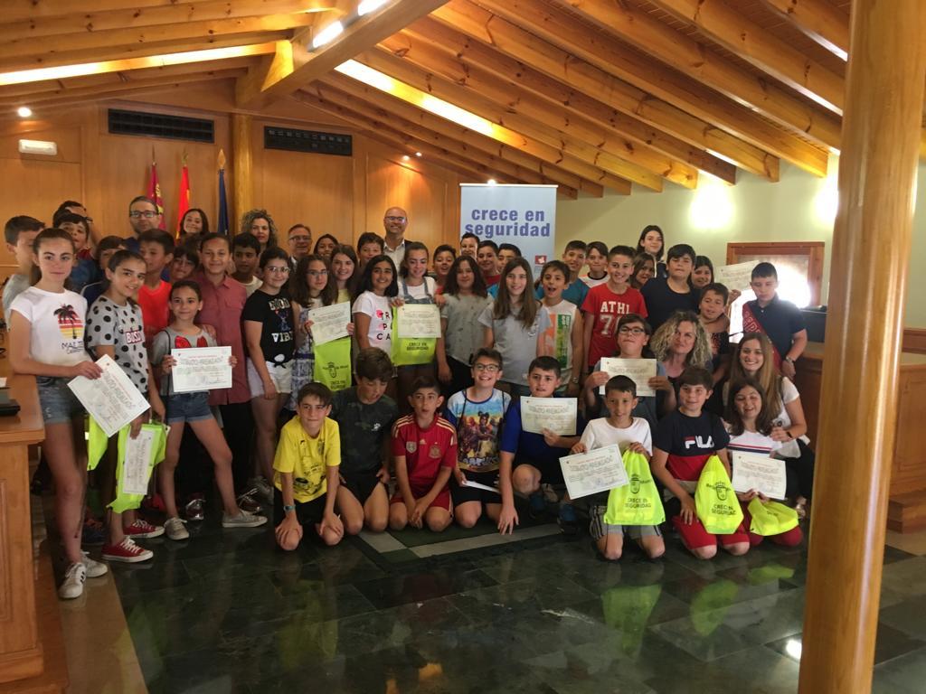 Entregados los diplomas del concurso escolar «Crece en seguridad»