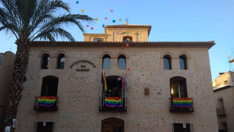 Éxito de participación en la lectura del Manifiesto LGTBI y Taller de diversidad