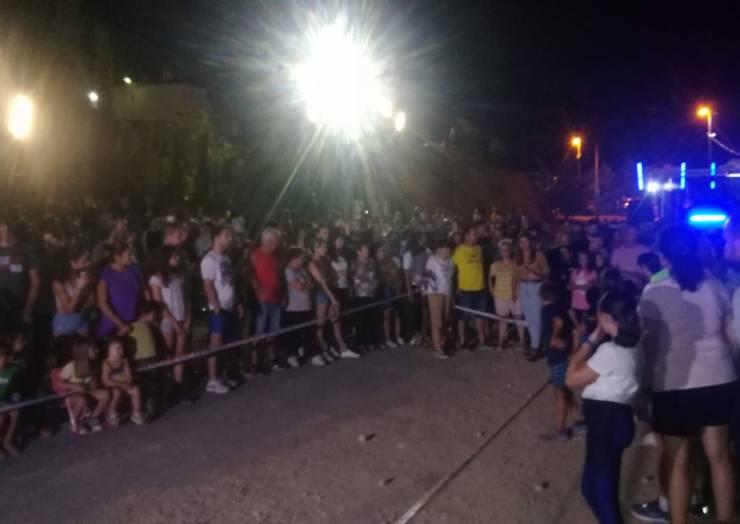 Más de 1300 asistentes disfrutaron de la Noche de las Migas, la cucaña y el lanzamiento de rasera