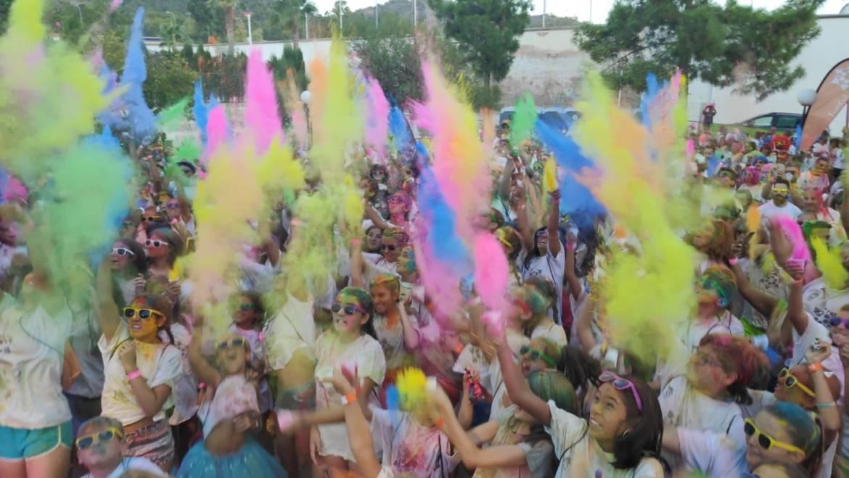 Los jóvenes de Pliego vibraron y disfrutaron con la Carrera de Colores Holi