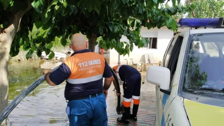 Voluntarios de Protección Civil y Forestales de Pliego siguen colaborando en las inundaciones