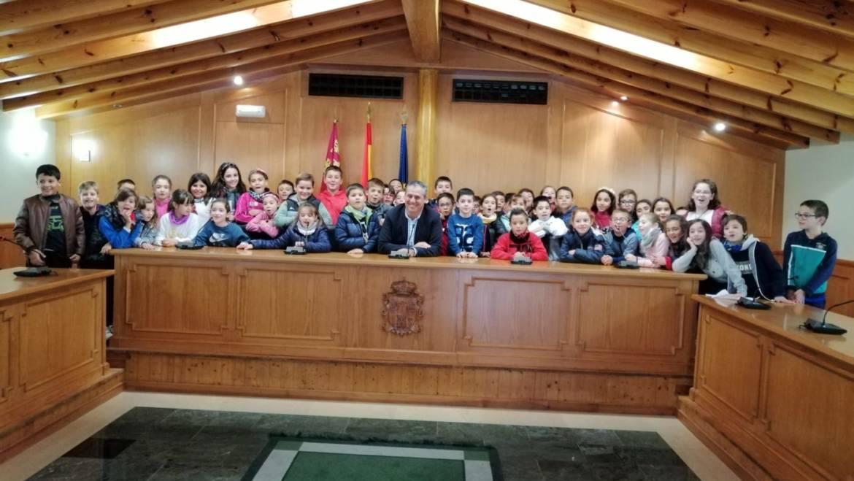 Alumnos del colegio Pascual Martínez Abellán visitaron el Ayuntamiento de Pliego