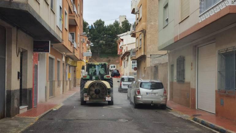 Desinfección de las calles gracias a los agricultores de Pliego