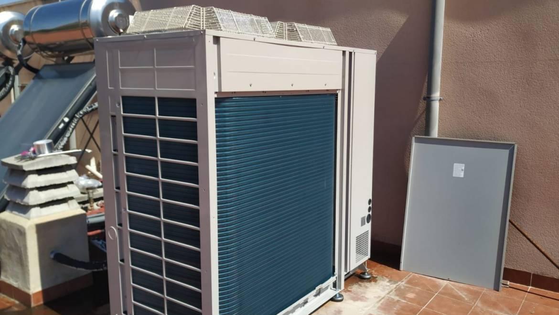 Nuevo aparato de aire acondicionado para el Centro de Salud subvencionado por el Servicio Murciano de Salud