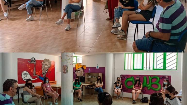 La concejala de Juventud, María Dolores Abellán, visitó en la tarde de ayer el encuentro del Grupo Promotor del Plan Joven
